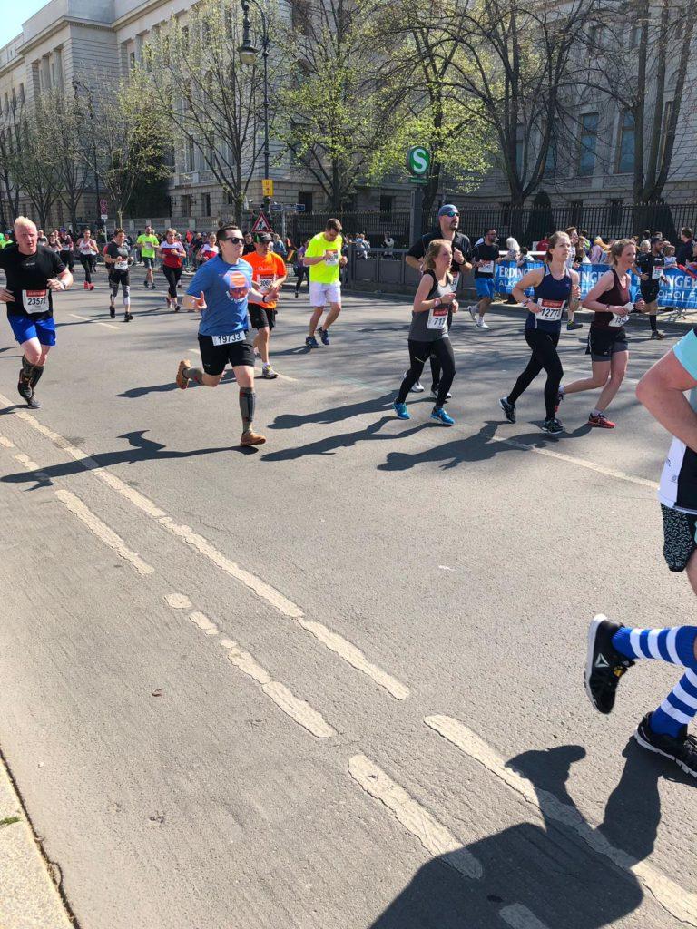 Berlin Halbmarathon, Team Chris Cross, CEP, Laufen, Marathon, Ausdauer, Zieleinlauf, Komressionssocken, ON